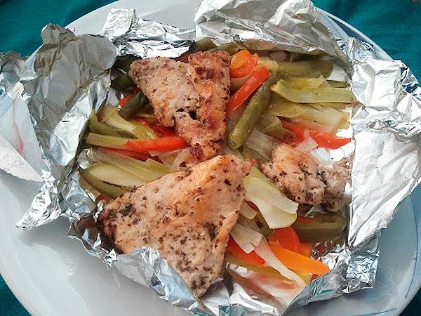 pollo-con-verduras-en-papillote