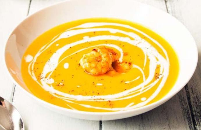 crema_de_calabaza_al_curry_con_langostinos