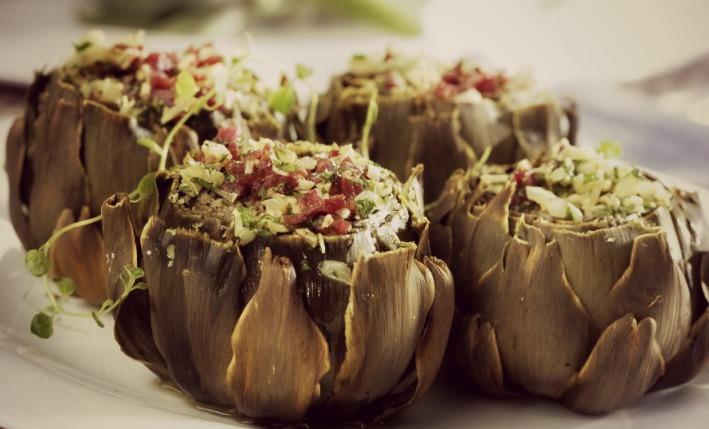 alcachofas-al-horno-con-jamon-y-huevo-duro-960x540