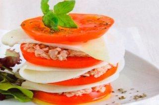 timbal-de-tomate-con-atun-y-mozzarella