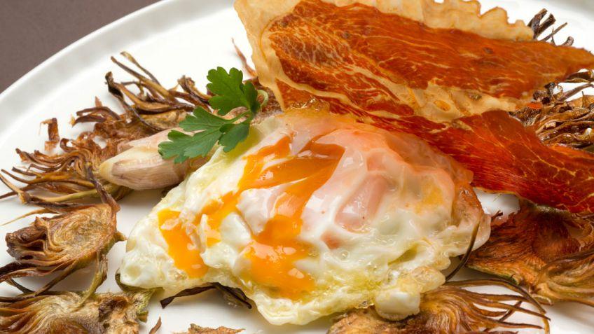 495-huevos-rotos-con-chips-de-alcachofa-5110-xl-848x477x80xX